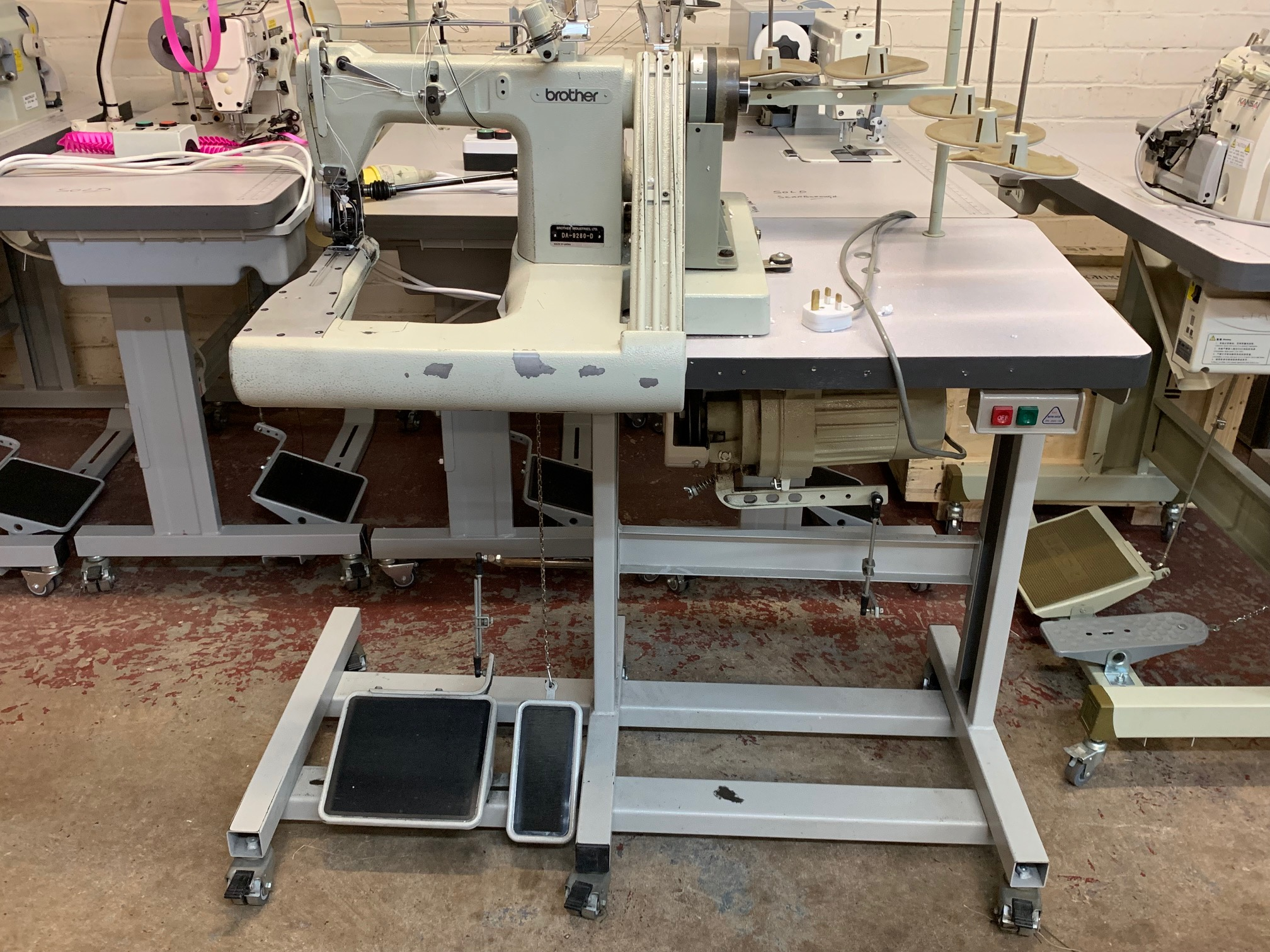 Brother DA-9280-D feed-off-the-arm lap seam machine