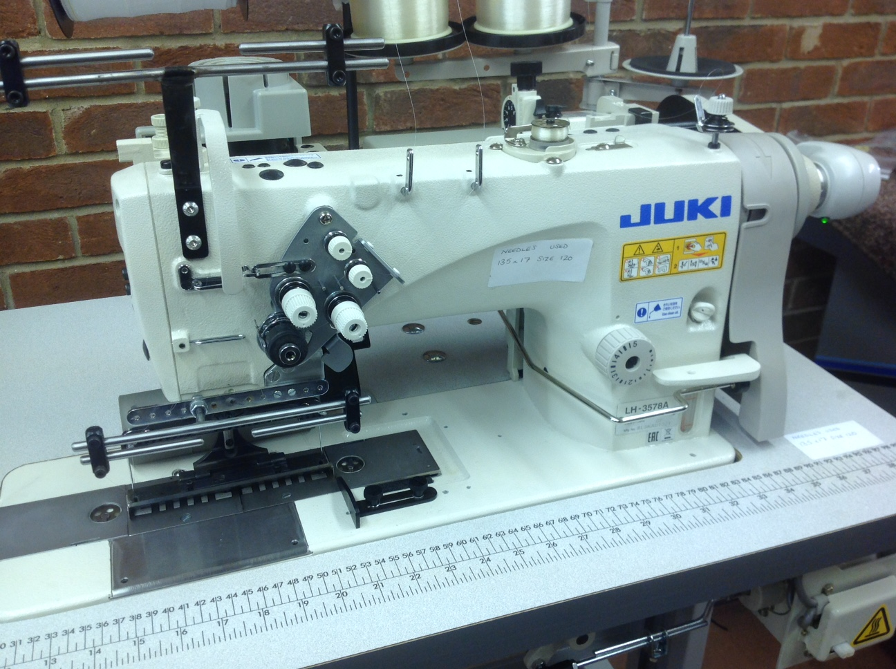 Juki LH-3578A doble aguja calibre 138mm